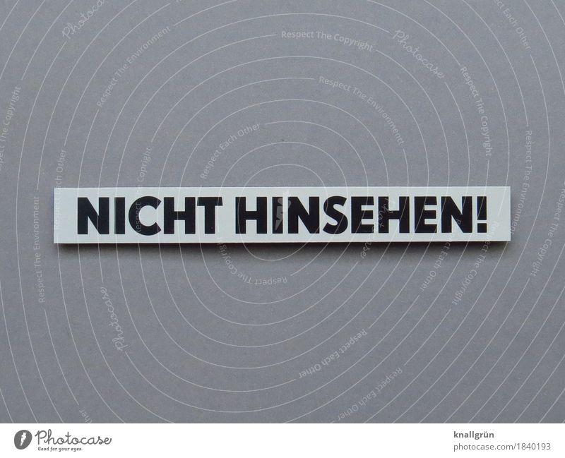 NICHT HINSEHEN! Schriftzeichen Schilder & Markierungen Kommunizieren Blick eckig grau schwarz weiß Gefühle Neugier ignorant Entschlossenheit Wegsehen Farbfoto