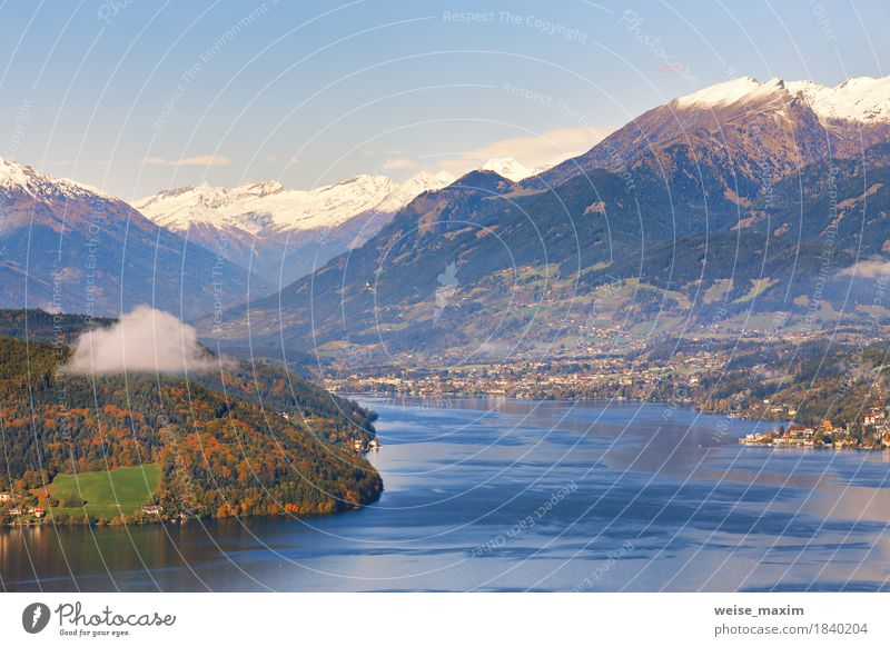 Sonniger Herbsttag auf dem See in den Bergen von Süd-Österreich Himmel Natur Ferien & Urlaub & Reisen blau Baum Landschaft Erholung Haus Ferne Wald
