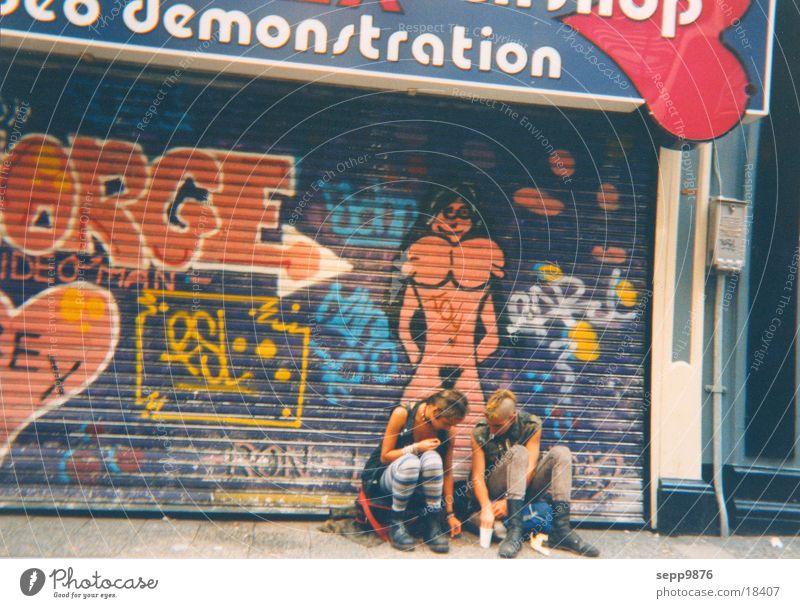 Punks Amsterdam Niederlande Menschengruppe God save the queen