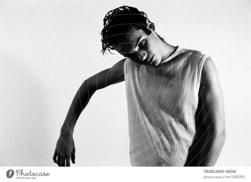 First Posing Mensch Jugendliche schön Einsamkeit Hand Junger Mann Gesicht Auge Traurigkeit Stil Denken Kopf Mode träumen Haut Arme