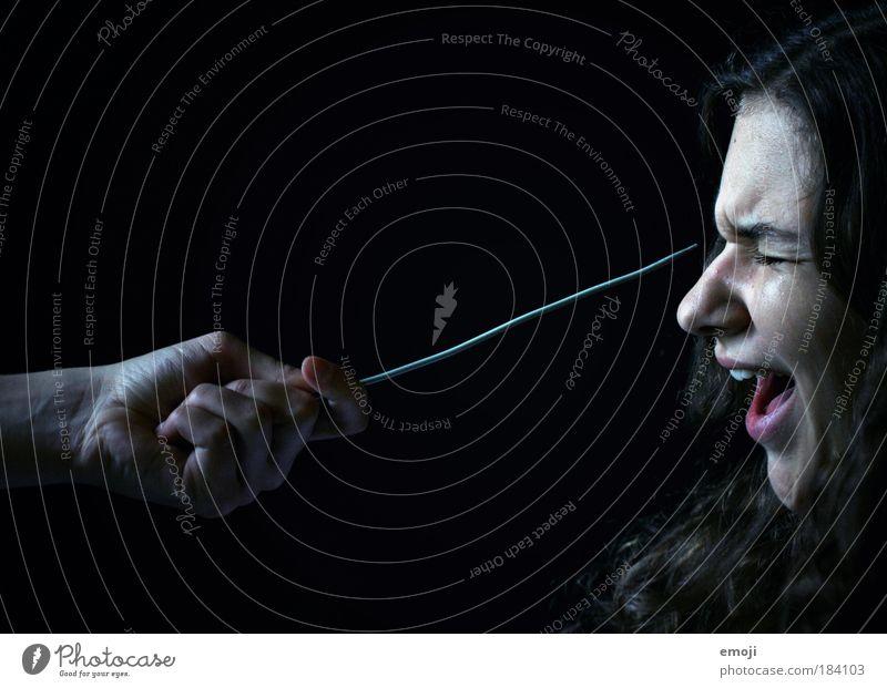 Angst vor spitzen Gegenständen Mensch Hand Jugendliche Gesicht schwarz feminin Erwachsene Dinge Perspektive bedrohlich Spitze schreien weinen Nadel Junge Frau