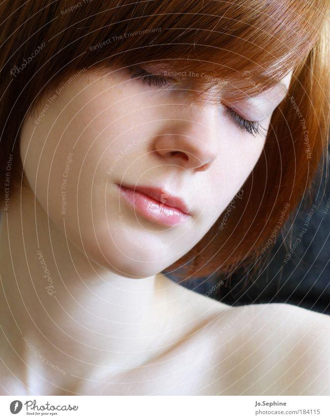 silence schön Sinnesorgane Erholung ruhig Meditation feminin Junge Frau Jugendliche Kopf Gesicht 1 Mensch 18-30 Jahre Erwachsene rothaarig genießen schlafen