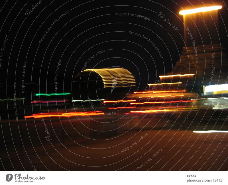 Big Wheel Wien Prater Nacht Europa Kunstlicht Lichtstreifen Unschärfe Nachtaufnahme Textfreiraum oben