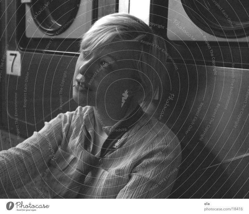 Traum oder Kochwäsche? Frau Gesicht feminin schlafen Technik & Technologie Krawatte Waschmaschine Porträt