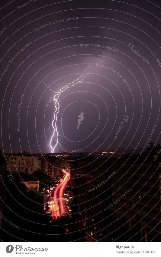 Himmel Winter Straße dunkel Regen Kraft Straßenverkehr Wassertropfen Ende Nachthimmel Kontakt Sturm Langzeitbelichtung Gewitter Unwetter Urelemente