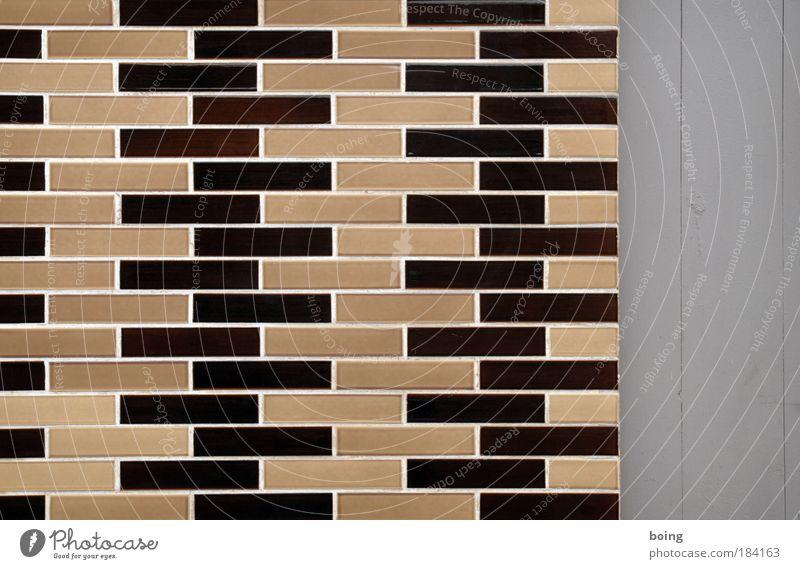 die Fotoredaktion fand: Gedeckte Farben Handarbeit Fliesenleger Handwerk Baustelle Kunstwerk Kleinstadt Haus Mauer Wand Fassade braun Zusammenhalt