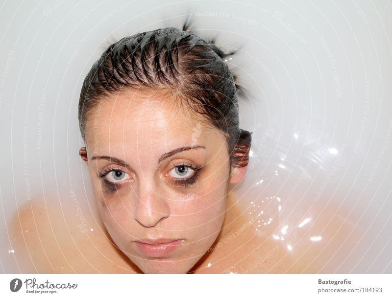 behind blue eyes Frau Mensch Jugendliche schön Erwachsene Einsamkeit Auge feminin Gefühle Kopf Haare & Frisuren Traurigkeit dreckig Haut nass Schwimmen & Baden