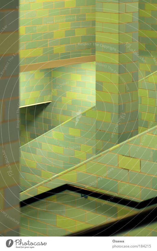 |// Fliesen u. Kacheln Wand grün Strebe Stütze Säule Treppe Alexanderplatz Unterführung Berlin Untergrund abstrakt diagonal Raster Strukturen & Formen Muster