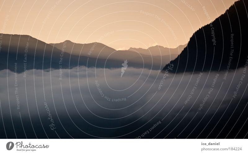 Morgenstimmung Natur rot Wolken Ferne Erholung Herbst Landschaft Berge u. Gebirge Freiheit grau Denken Stimmung Wetter gehen Nebel Europa