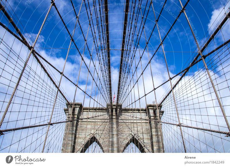 da soll sich noch einer auskennen Himmel Schönes Wetter New York City USA Amerika Brücke Sehenswürdigkeit Wahrzeichen Brooklyn Bridge Stein Metall Zeichen Linie
