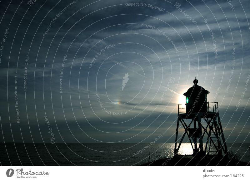 there´s a light Farbfoto Außenaufnahme Menschenleer Textfreiraum links Textfreiraum oben Textfreiraum Mitte Tag Licht Kontrast Silhouette Reflexion & Spiegelung
