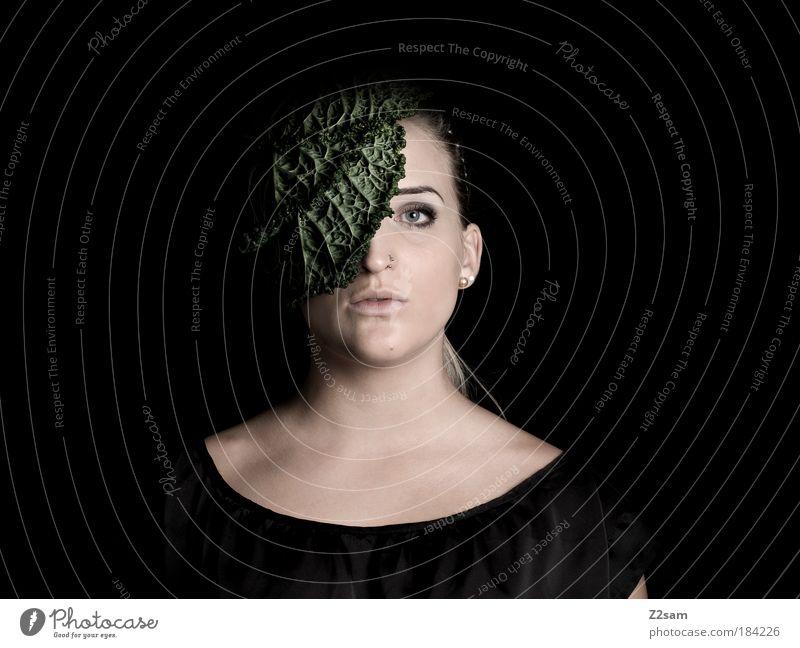 FASHION - biologisch abbaubar Mensch Natur Jugendliche schön Pflanze Gesicht Ernährung dunkel feminin Stil Kopf Mode Erwachsene Design elegant
