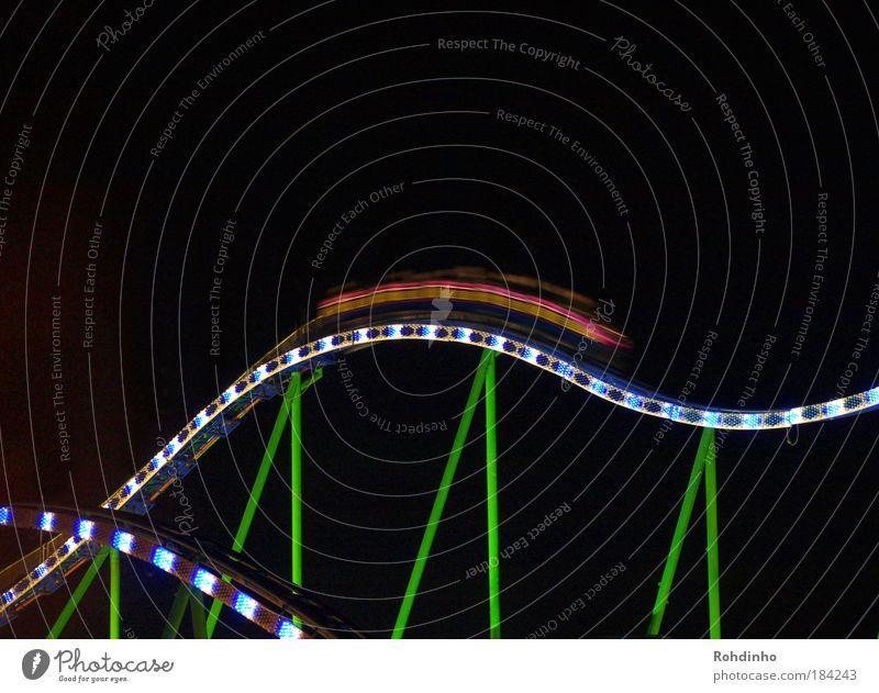 rasende Raupe Gefühle Metall Feste & Feiern Angst hoch Energie Geschwindigkeit Coolness leuchten Gleise schreien Jahrmarkt Säule Veranstaltung Konstruktion Nacht