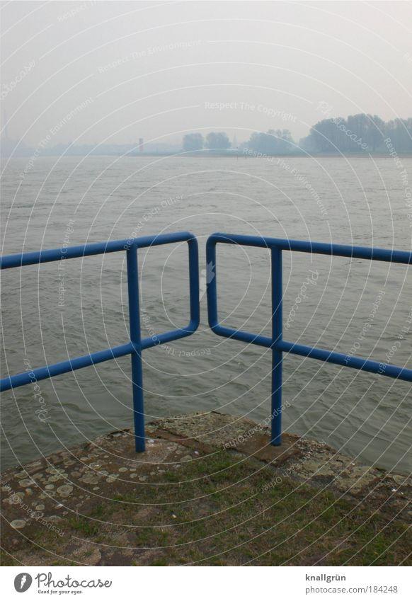 Duisburg Wasser blau kalt grau Landschaft braun Nebel Wetter Horizont trist Fluss Geländer Flussufer Rhein Duisburg schlechtes Wetter