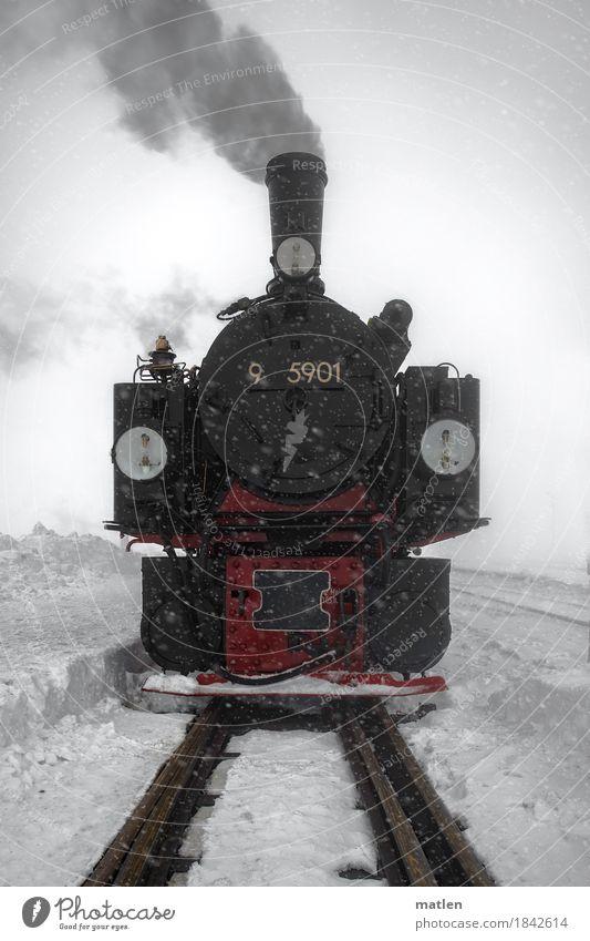 Schnauff Verkehr Verkehrsmittel Verkehrswege Schienenverkehr Bahnfahren Eisenbahn Lokomotive Dampflokomotive Schienennetz alt nah rot schwarz weiß Nostalgie