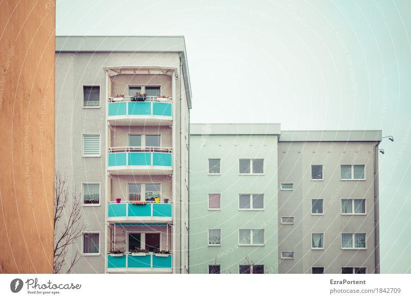 deyyess Himmel blau weiß Haus Fenster Architektur Wand Gebäude Mauer grau braun Fassade Linie Wohnung Häusliches Leben trist