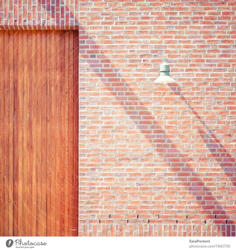 shadowbackslash Haus Mauer Wand Fassade Tür Stein Holz Linie Streifen ästhetisch hell braun rot weiß Tor Lampe Neigung Backstein Anschnitt graphisch
