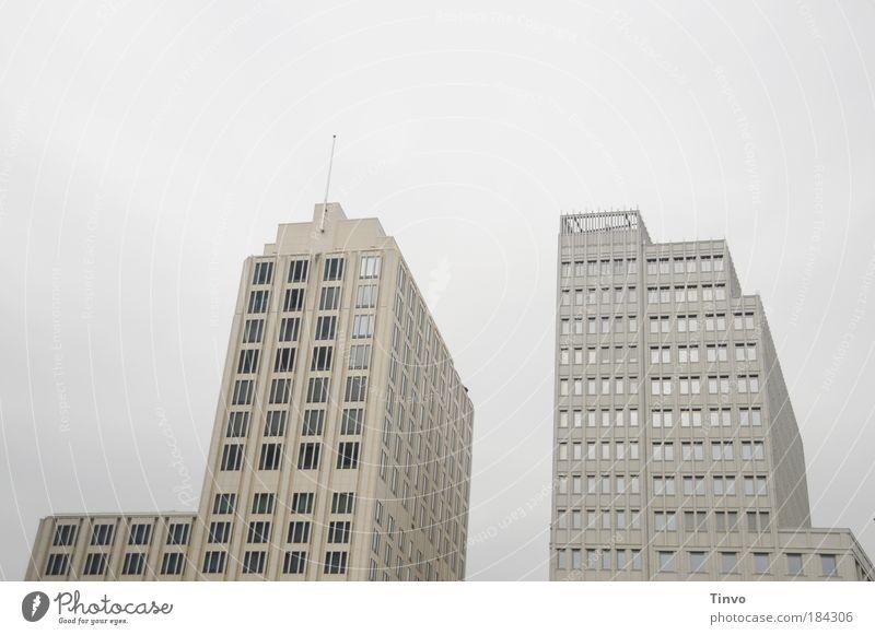 Potsdamer Platz _I I_ Gedeckte Farben Außenaufnahme Menschenleer Textfreiraum oben Tag Hauptstadt Stadtzentrum Haus Hochhaus Gebäude Architektur hoch