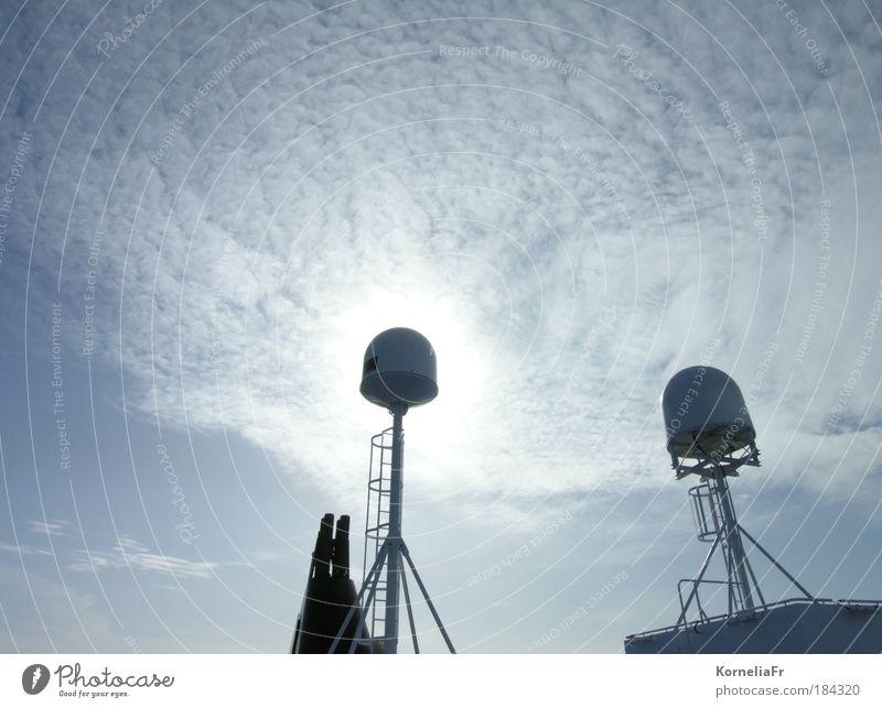 Sonnenwolken hinter Schiffsantennen Himmel weiß Sonne blau Ferien & Urlaub & Reisen Wolken Freiheit Sicherheit Schifffahrt Antenne Kreuzfahrt Passagierschiff