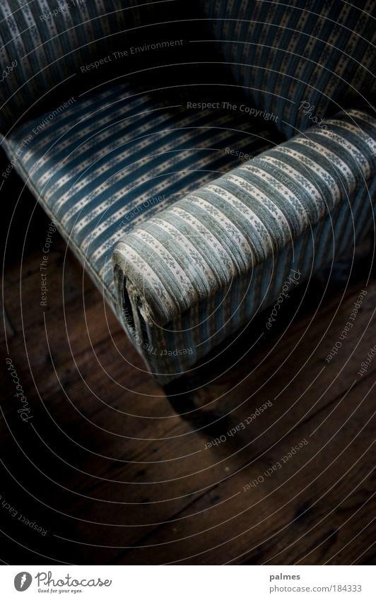 das hat gesessen! Erholung Stil Holz Design elegant Lifestyle authentisch Sofa Innenarchitektur Gelassenheit Möbel historisch Wohnzimmer Sitzgelegenheit
