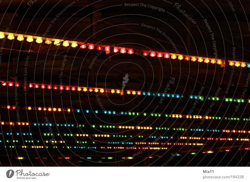 Lichterdecke Farbfoto mehrfarbig Außenaufnahme Detailaufnahme Textfreiraum oben Nacht Entertainment Jahrmarkt Autodrom Dekoration & Verzierung Linie glänzend