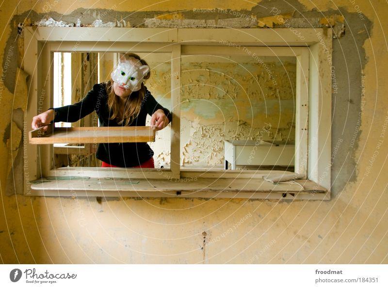 küchendienst Farbfoto Gedeckte Farben Innenaufnahme Tag Tierporträt Oberkörper Vorderansicht Blick in die Kamera Blick nach vorn Mensch maskulin feminin Frau