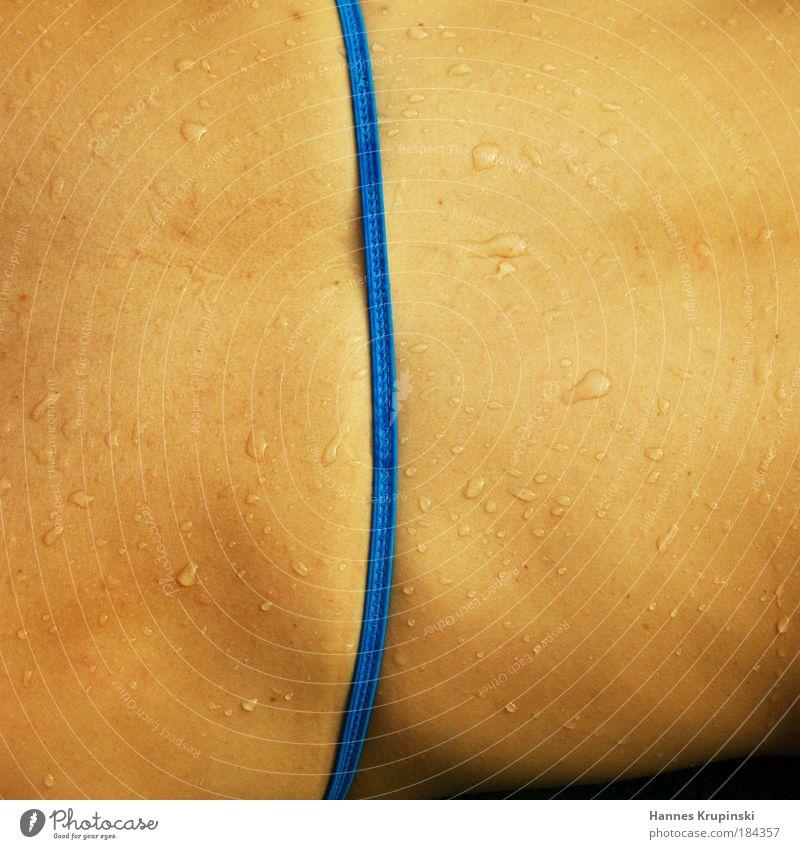 Rücken Mensch schön Wasser Sommer ruhig feminin Zufriedenheit Körper warten Haut Rücken Wassertropfen beobachten Lebensfreude Wellness Schwimmbad