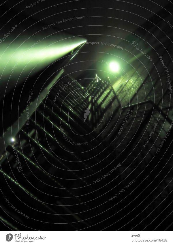 finster war's Industrie Treppe Duisburg Nachtaufnahme
