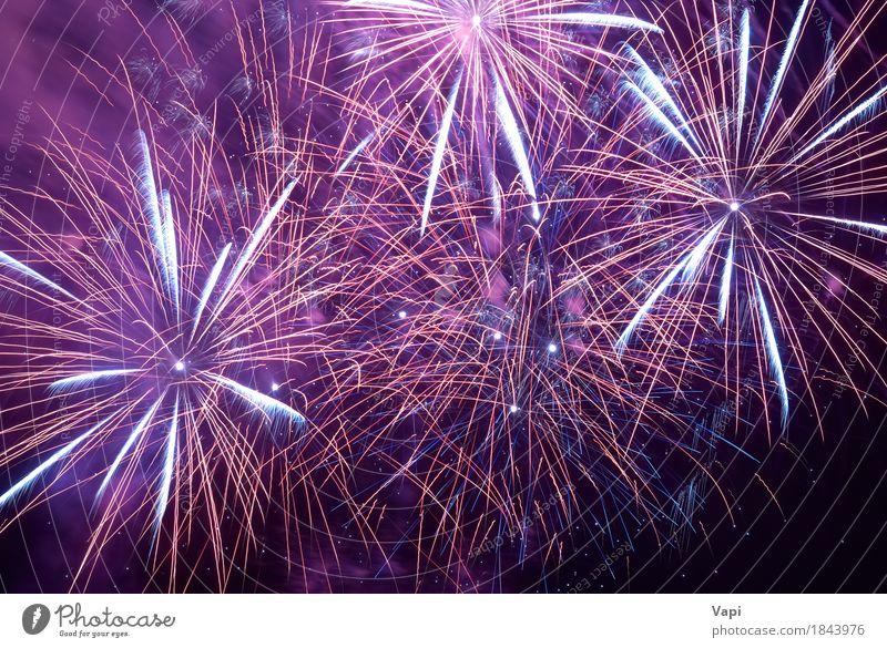 Buntes Feiertagsfeuerwerk Himmel blau Weihnachten & Advent Farbe weiß rot Freude dunkel schwarz Feste & Feiern Party hell violett neu Silvester u. Neujahr