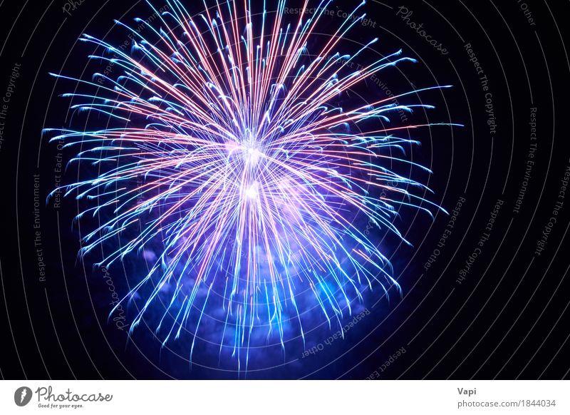Blaues buntes Feuerwerk Himmel blau Weihnachten & Advent Farbe weiß rot Freude dunkel schwarz Kunst Freiheit Feste & Feiern Party hell violett neu
