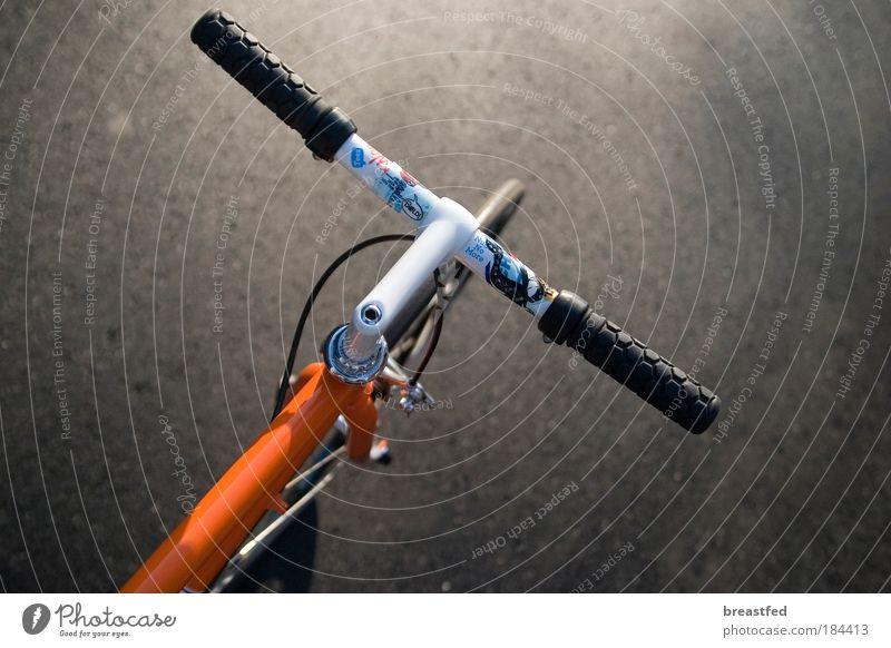 Stadtrennpferd Farbfoto Außenaufnahme Detailaufnahme Dämmerung Starke Tiefenschärfe Fahrradfahren singlespeed Perspektive fixed fixed gear messenger Tag