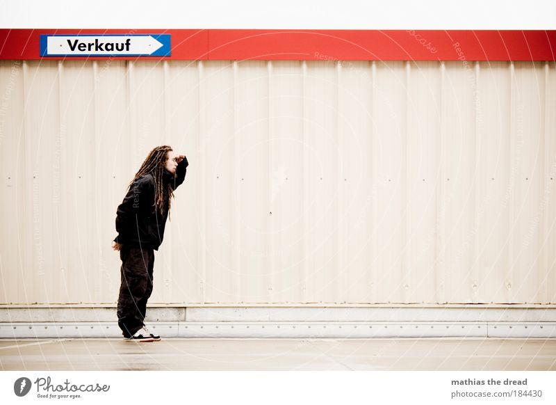 NA DA BIN ICH JA MAL GESPANNT Mensch Jugendliche 18-30 Jahre Junger Mann Erwachsene Wand Herbst Mauer Stil Linie maskulin Fassade trist Schilder & Markierungen nass Mann