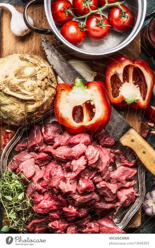 Rindfleisch, Gemüse Zutaten, Küchenmesser und Kochtopf Lebensmittel Fleisch Mittagessen Abendessen Büffet Brunch Bioprodukte Geschirr Schalen & Schüsseln Topf