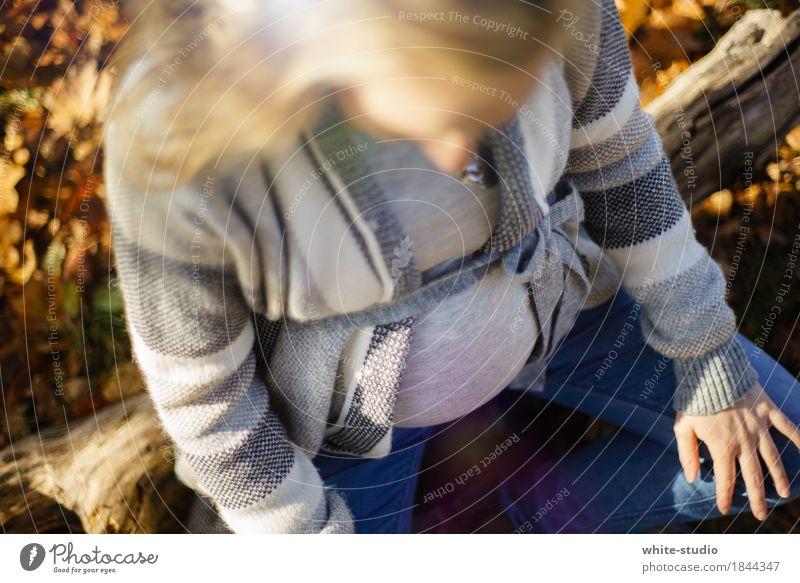 Waiting feminin Baby Freude Glück Zufriedenheit Lebensfreude schwanger Kinderwunsch Babybauch Bauch Vorfreude Eltern Elternteil mit Kind Mutter Mutterliebe