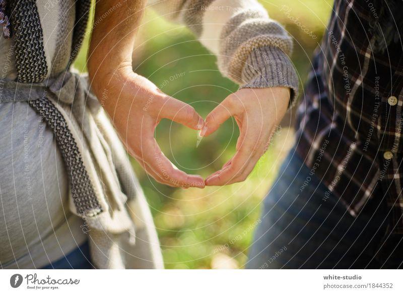 Herz Mensch Frau Mann Hand Freude Erwachsene Gefühle Glück Zusammensein Zufriedenheit Lebensfreude Warmherzigkeit Romantik Schutz Sicherheit