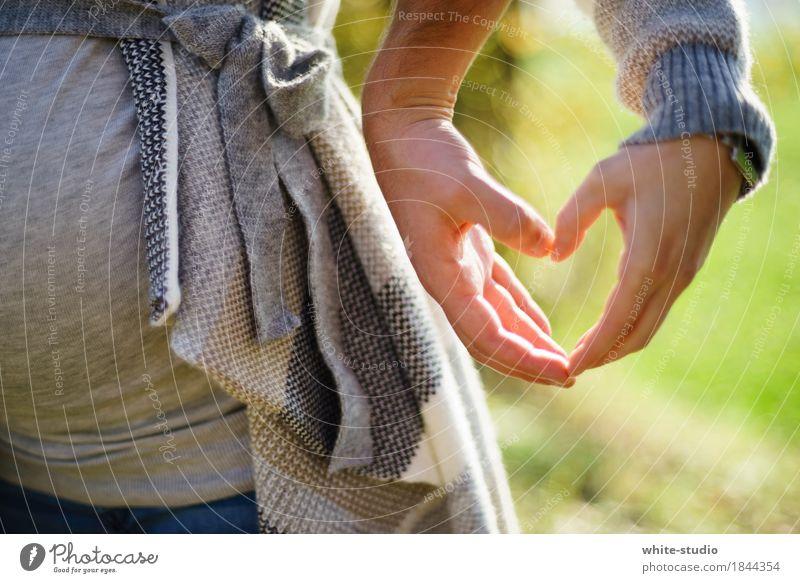 Herzlich! Mensch maskulin feminin Liebe Hand Strukturen & Formen herzförmig herzlich Partnerschaft Romantik Treue Zukunft Nachkommen Kind Kinderwunsch schwanger