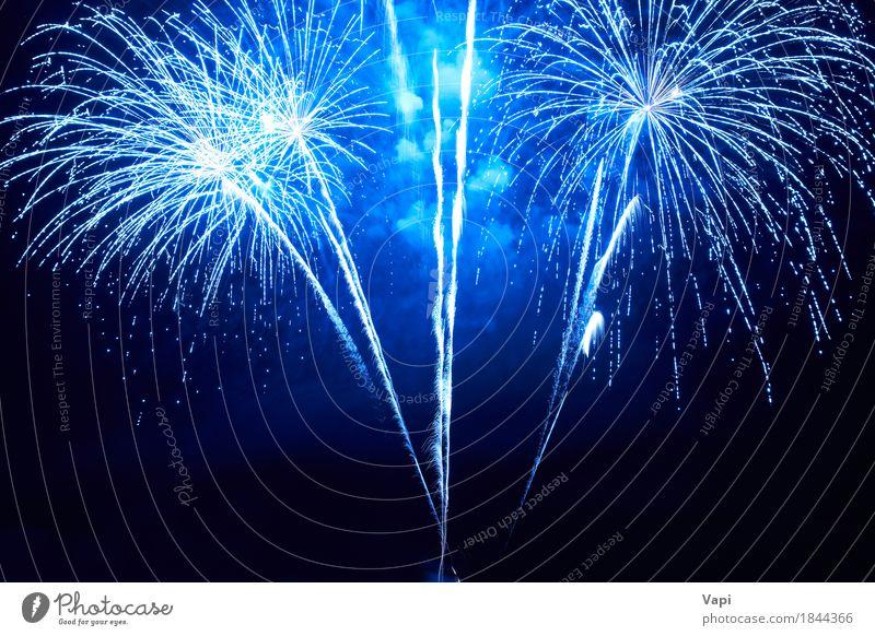 Blaues buntes Feuerwerk Himmel blau Weihnachten & Advent Farbe weiß Freude dunkel schwarz Kunst Feste & Feiern Party hell neu Veranstaltung Silvester u. Neujahr