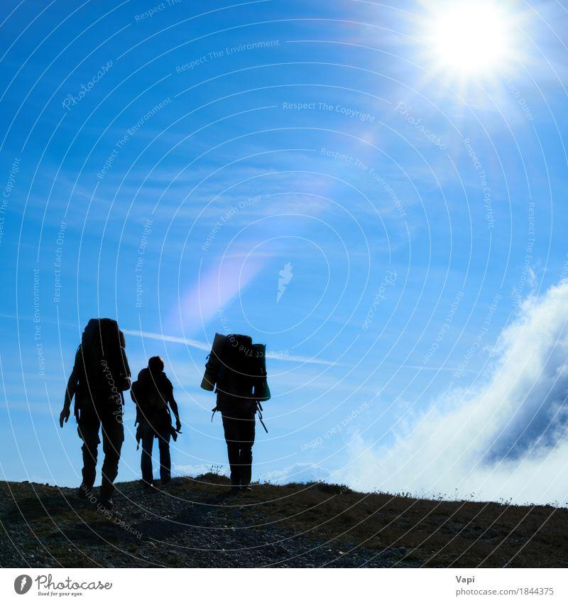 Mensch Frau Himmel Natur Ferien & Urlaub & Reisen Mann Himmel (Jenseits) blau Sommer weiß Sonne Landschaft Wolken Berge u. Gebirge schwarz Erwachsene