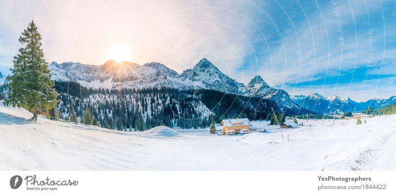 Snowy-Panorama in den Alpenbergen Himmel Natur Ferien & Urlaub & Reisen blau grün weiß Sonne Baum Landschaft Haus Freude Winter Wald Berge u. Gebirge kalt Wiese