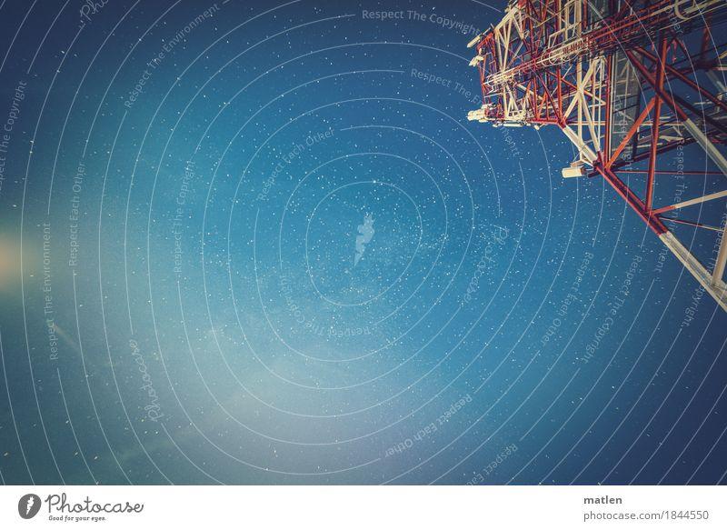 Horchpunkt Telekommunikation Industrie Himmel Wolkenloser Himmel Stern Unendlichkeit blau rot weiß Mondschein Sendemast Stahlkonstruktion Farbfoto Außenaufnahme