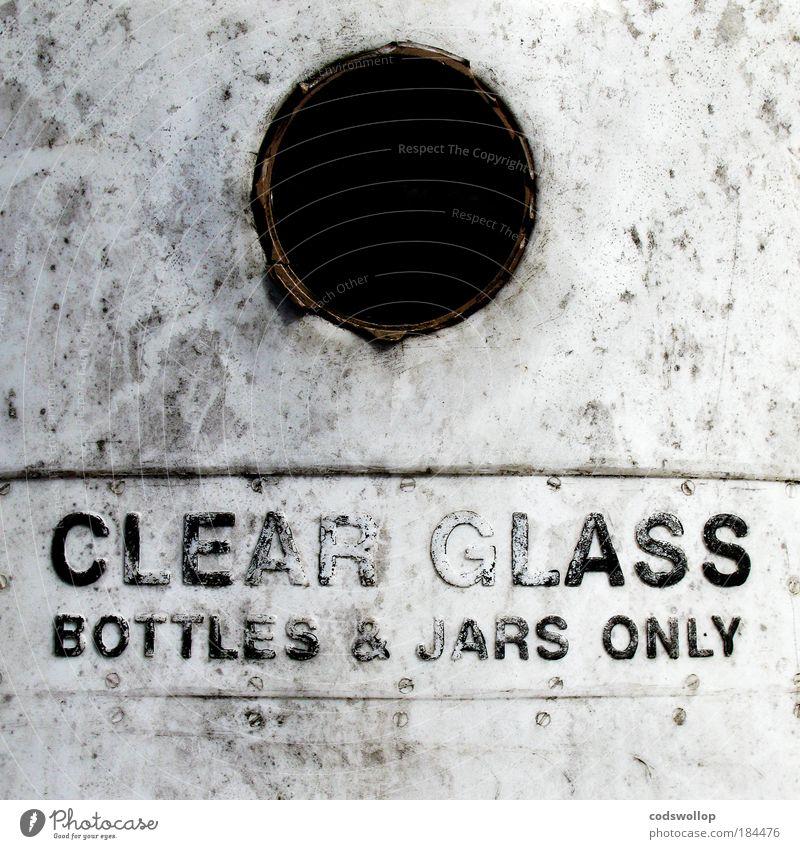 alcoholics and jam lovers Farbfoto Gedeckte Farben Außenaufnahme Lifestyle Glas Kunststoff Schriftzeichen Hinweisschild Warnschild positiv grau schwarz weiß