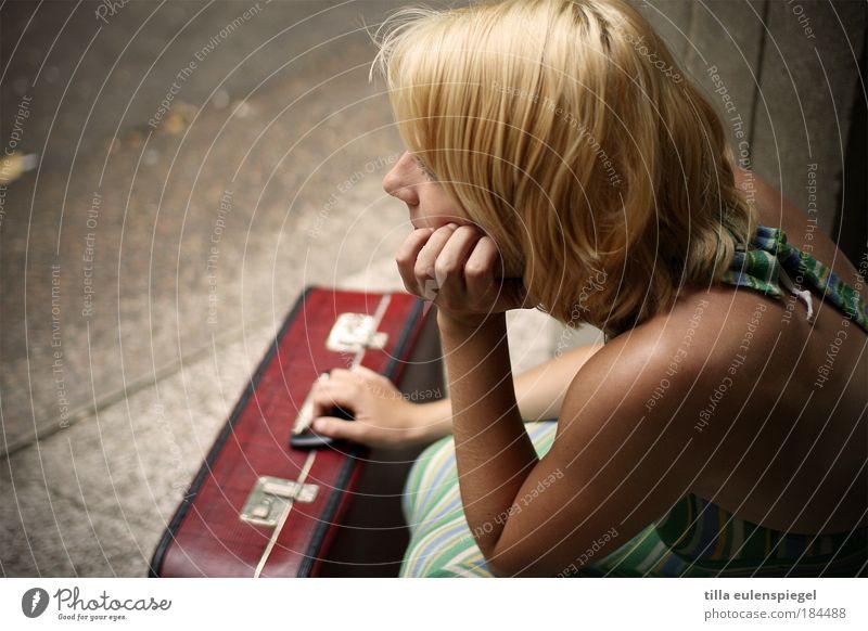 wart´s ab Frau Mensch Jugendliche schön Sommer Ferien & Urlaub & Reisen Einsamkeit Leben feminin träumen Traurigkeit warten blond Erwachsene Hoffnung