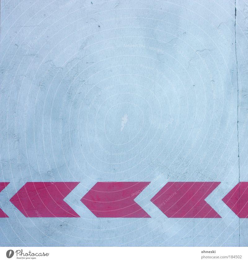 Richtungsvorgabe Haus Wand Mauer Gebäude Architektur rosa Fassade Pfeil Bauwerk Textfreiraum Perspektive Riss Einfamilienhaus