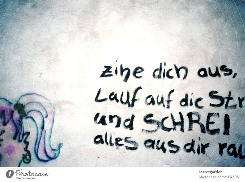 zihe dich aus und SCHREI alles aus dir raus. Mensch weiß Graffiti feminin Wand Haare & Frisuren Kopf Mauer Kunst Experiment Kindheit rosa laufen Schriftzeichen