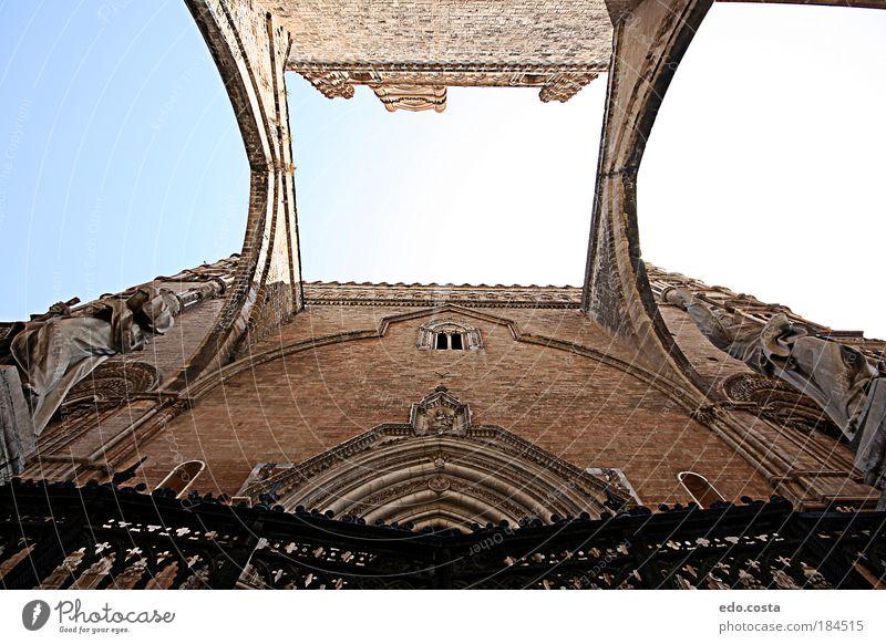 schön Fenster Wand Architektur Gebäude Mauer Kunst braun Fassade ästhetisch Brücke authentisch Kirche Europa beobachten