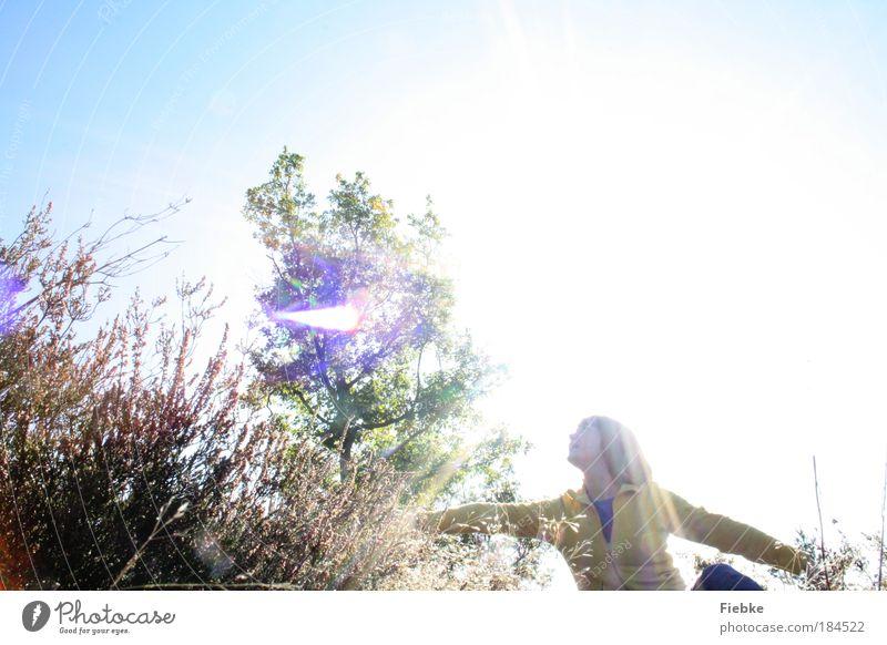 fly away Mensch Natur Jugendliche Ferien & Urlaub & Reisen Pflanze Sommer Blume Freude ruhig Erholung Umwelt Wiese Freiheit Gras träumen Park