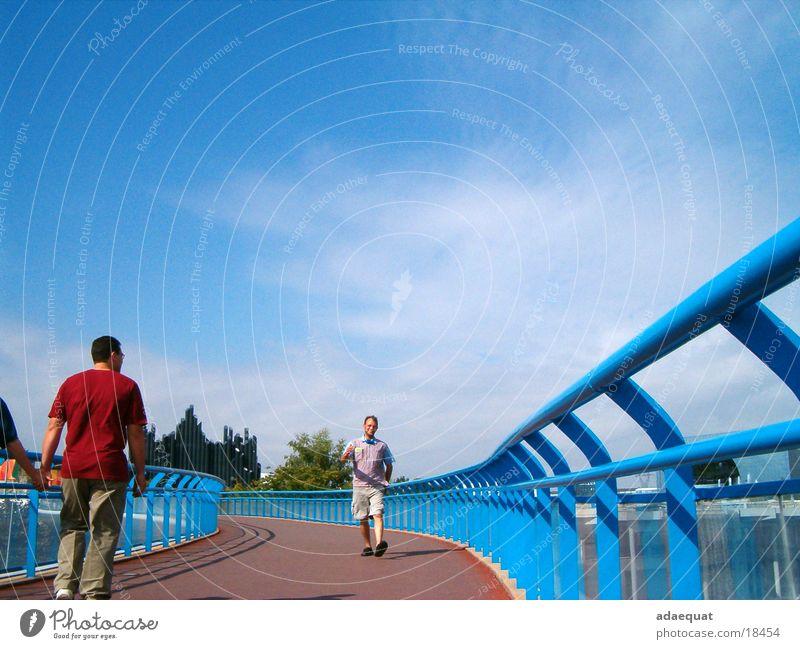 Puente azul Mensch Himmel blau Sommer Ferien & Urlaub & Reisen Bewegung Brücke Technik & Technologie