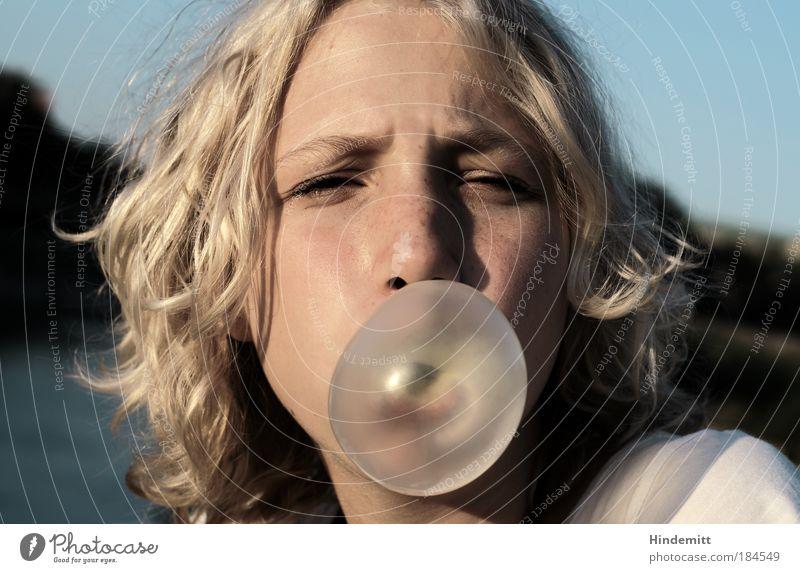 Träume ... Mensch Jugendliche schön weiß blau Sommer Freude Gesicht Erholung feminin träumen Haare & Frisuren Kopf Mund Porträt