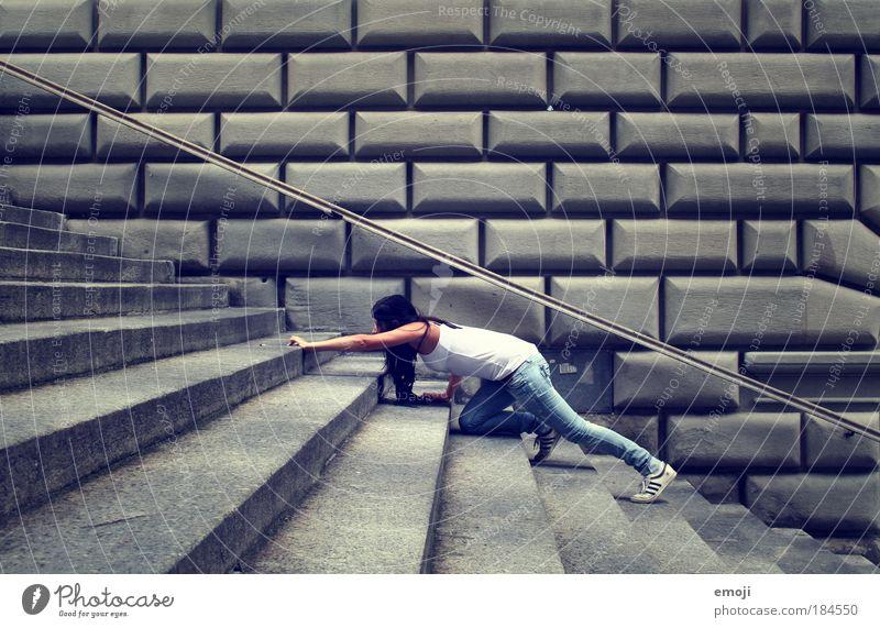 Angst vor Treppen Mensch Jugendliche blau Erwachsene feminin grau Angst Treppe Klettern 18-30 Jahre dünn sportlich Junge Frau Frau eckig
