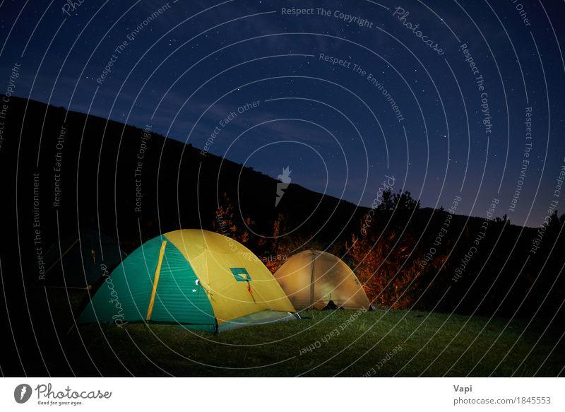 Beleuchtetes gelbes Campingzelt unter Sternen Himmel Natur Ferien & Urlaub & Reisen blau Sommer grün Landschaft Wolken dunkel Wald Berge u. Gebirge schwarz